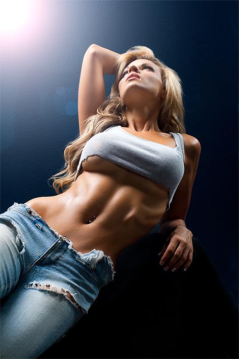 Спортивная блонда возбуждает своим телом  169775